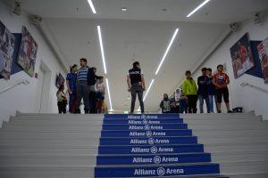 Besuch der Stiftung Startchane in der Allianz Arena
